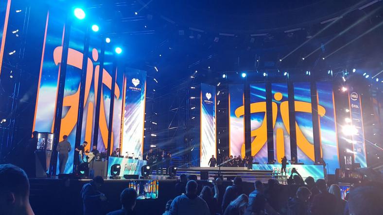 Oprócz walki na scenie głównej w Counter Strike i w StarCraft, w pawilonie Expo odbywały się też tari sprzętu oraz konkursy