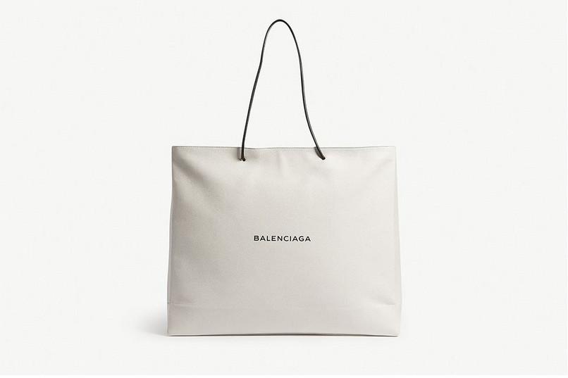 bb616003261a Balenciaga zaprezentowała taką samą torbę, jak rok temu, tylko że ...