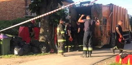 Makabryczny wypadek. Śmieciarka przygniotła 36-latka do drzewa