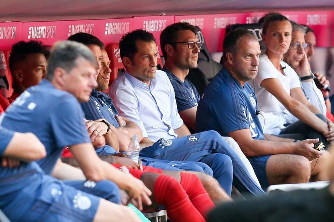 Hasan Salihamidžić u beloj košulji