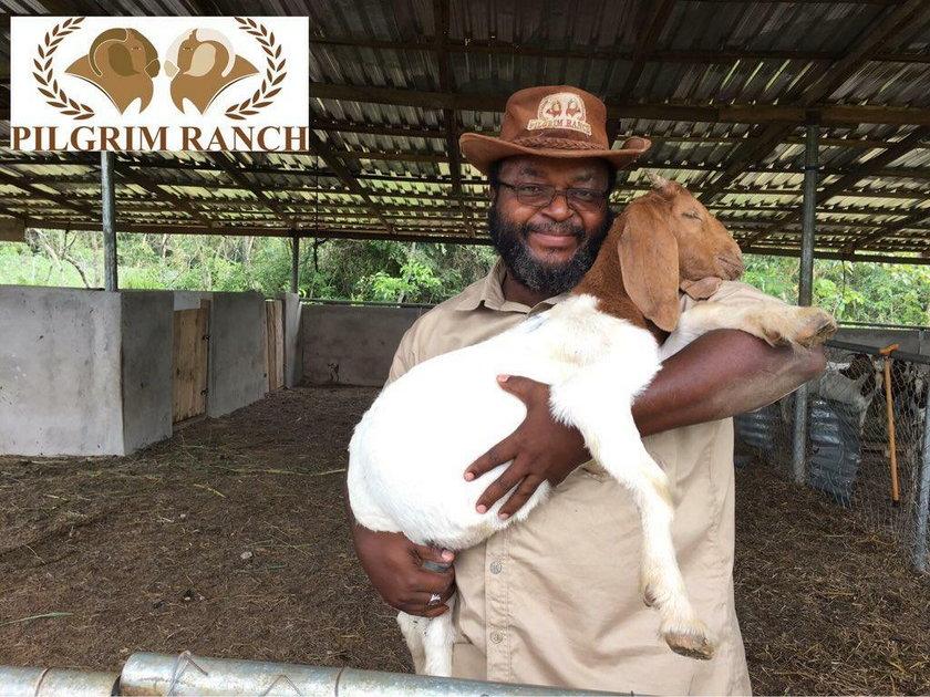 John Godson na swojej farmie