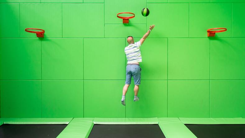 To jeden z największych obiektów w Polsce... Miłośnicy sportu znajdują tu trampoliny, baseny z pianką do ćwiczenia równowagi i rampa m. in. dla snowboardzistów. W parku stworzono również akademię GOjump, w której będzie można ćwiczyć akrobatykę, freerunning czy ewolucje cyrkowe na szarfach i kołach. Otwarcie obiektu planowane jest na 14 maja.
