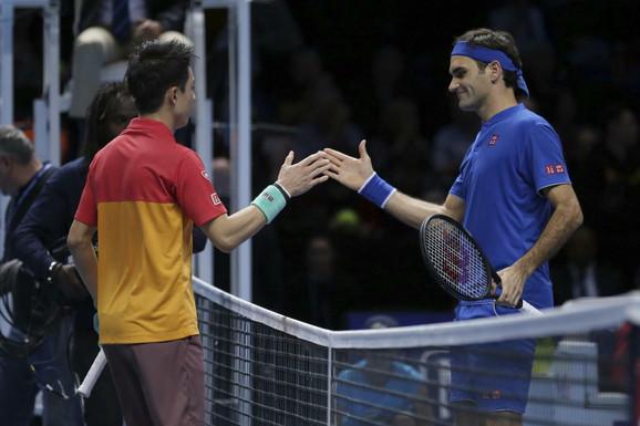 Pozdrav Rodžera Federera i Keija Nišikorija posle meča u Londonu