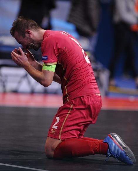 Kapiten Perić u suzama