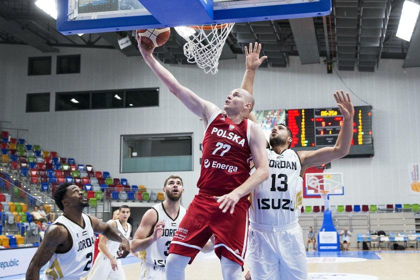 Polscy sportowcy muszą uważać nie tylko na parkiecie, ale także poza nim.  Organizatorzy turnieju przestrzegają bowiem przed jedzeniem mięsa poza hotelem