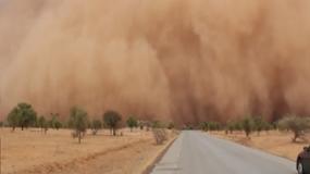 Apokaliptyczna burza piaskowa w jednej chwili zamieniła dzień w noc
