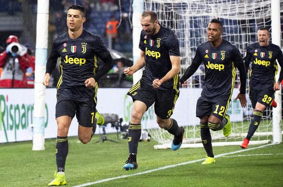 Fudbaleri Juventusa slave pogodak