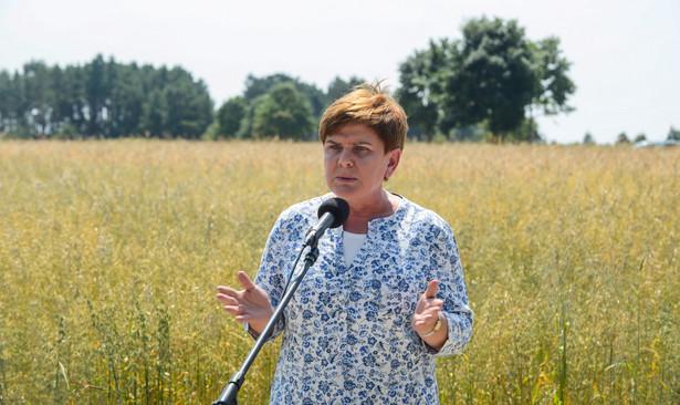 Beata Szydło na żniwach