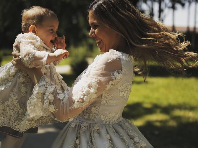 Sećate li se Kristine koja slika ćerkicu u raznim PRESLATKIM pozama? EVO šta radi godinu dana kasnije