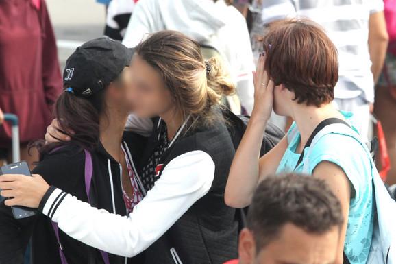 Dirljiva scena susreta srednjoškolaca i roditelja po povratku
