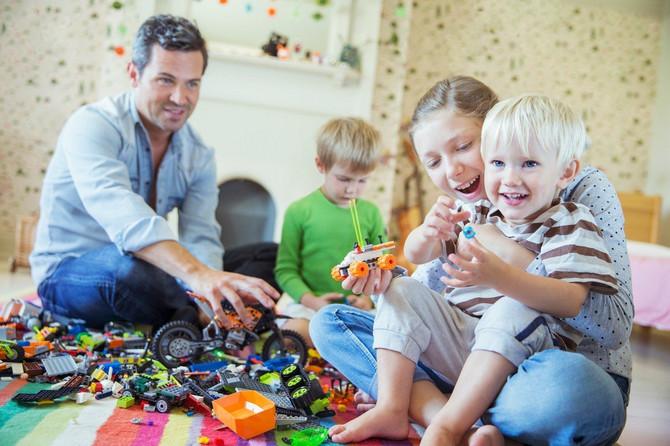 Dete u toku igre priča šta radi, šta mu je potrebno, govor je već toliko razvijen da bez problema prati svaku aktivnost