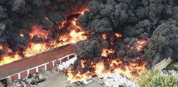 Potężny pożar w Sosnowcu. Z daleka widać gęsty dym i słychać wybuchy