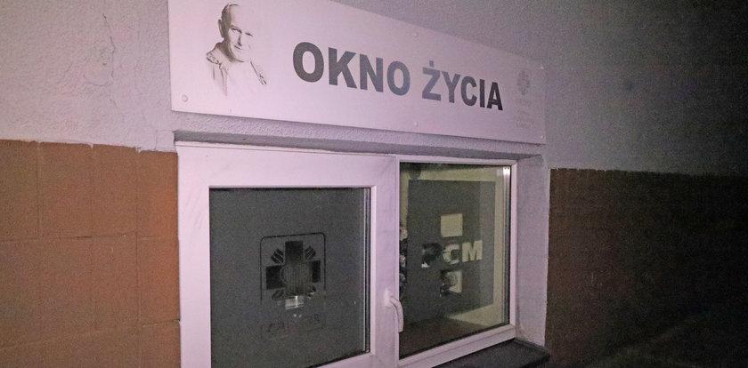 Matka zostawiła w Wielkanoc dziecko w oknie życia w Łodzi. Teraz chce odzyskać synka.