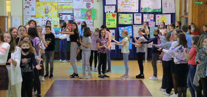Taki tydzień może trwać cały rok! Zobaczcie, jak w Szkole Podstawowej nr 12 w Łodzi pracują nad pozytywnymi relacjami i emocjami