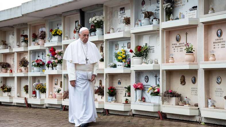 epa07137350 - ITALY BELIEF ALL SOULS DAY (Pope Francis at the Garden of Angels)