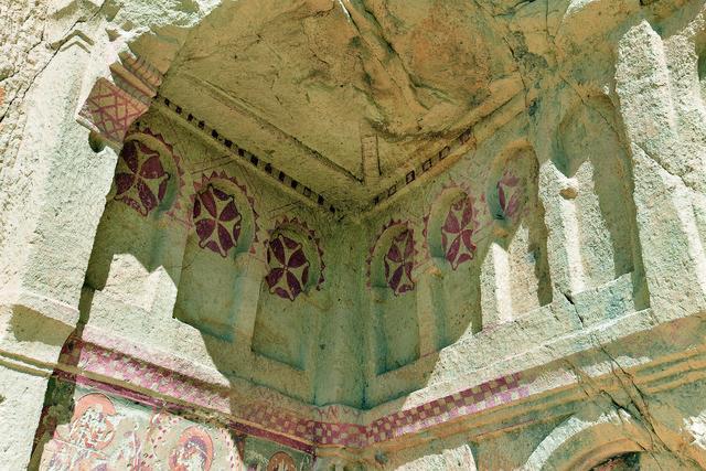 Freske iz crkava Kapadokije proglašene su za najlepše primerke rane hrišćanske umetnosti. Jedino ovde na svetu postoji freska Bogorodice koja se smeje.