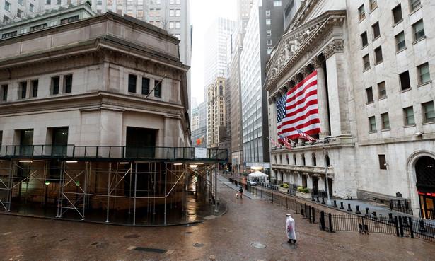 Dow Jones Industrial na zamknięciu stracił prawie 450 pkt, czyli 1,86 proc. i wyniósł 23.504,35 pkt. Dzienne minimum indeks zanotował na poziomie 23.314 pkt., potem jednak systematycznie odrabiał część strat.