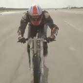 KAKAV SVETSKI REKORD Biciklista razvio NEVEROVATNU brzinu, skoro TRISTA NA SAT! /VIDEO/