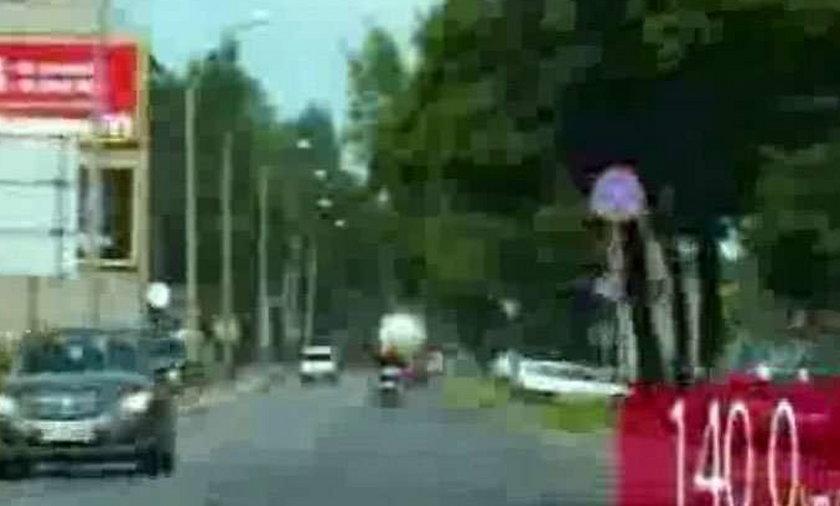 Policja na sygnale gna za motocyklistą! WIDEO
