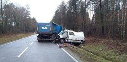 Tragiczny wypadek w Suchowoli. Pasażer renault nie przeżył zderzenia z tirem