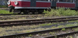 8-latek chciał się załatwić. Wpadł pod pociąg