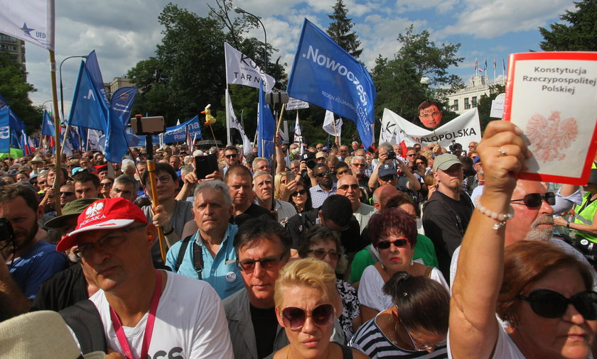 Protest opozycji przed Sejmem