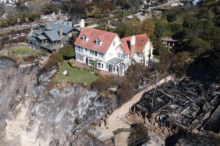 Entoni Hopkins, vila, požari, Kalifornija