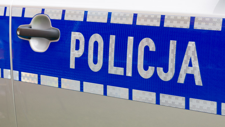 Policja postrzleliła mężczyznę, który uciekał kradzionym autem