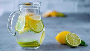 L'eau au citron comporte de nombreuses vertus