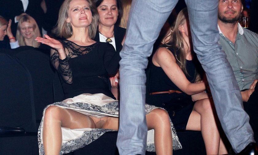 Maria Wałęsa pokazuje majtki