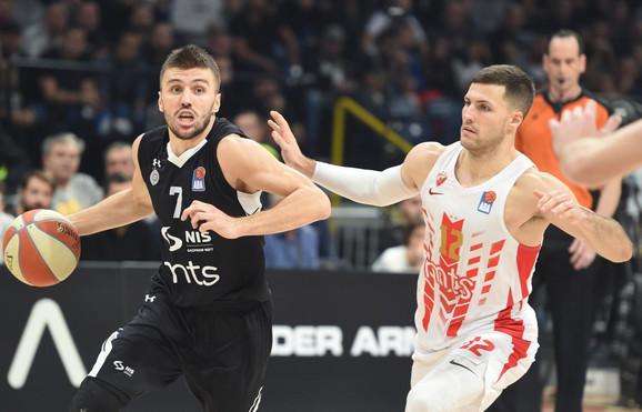 Nemanja Gordić i Bili Beron na večitom derbiju odigranom u Areni