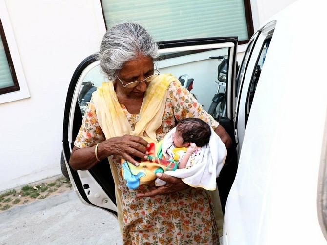 Govorila je da se SJAJNO snalazi u čuvanju bebe sa svoje 73 godine: Onda je priznala KAKO ZAISTA izgleda njen dan sa sinom