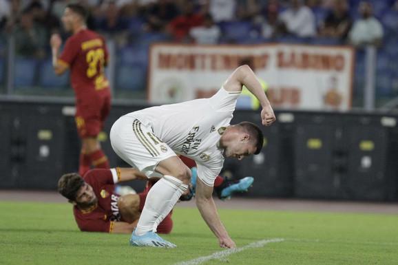 Luka Jović je proživljavao neke teške momente od dolaska u Real Madrid, napadač koji je navikao na minute odjednom mečeve gleda sa klupe