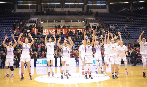 Sjajna atmosfera uvek vlada među zlatnim košarkašicama