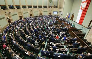 Mikołajowie z Wiejskiej w akcji. Sejm uchwalił budżet na 2016