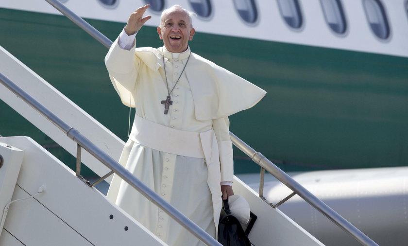 Papież Franciszek wróci do Włoch samolotem linii LOT