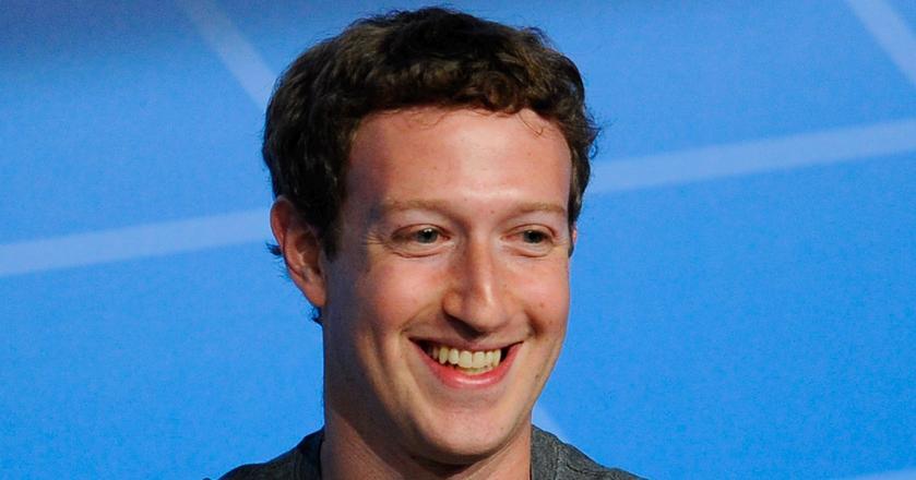 Mark Zuckerberg przed snem tuli swoją córkę