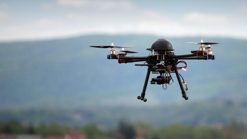 Drony mogą stanowić źródło niebezpieczeństw w ruchu powietrznym