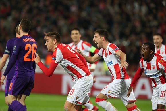Pavkov sa saigračima slavi gol protiv Liverpula