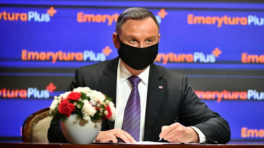 Czternasta emerytura. Andrzej Duda podpisał ustawę