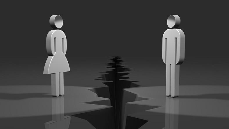 Byłych małżonków często nie stać na to, by rozpocząć oddzielne życie, dlatego zdarza się, że po mimo rozwodu mieszkają pod jednym dachem.