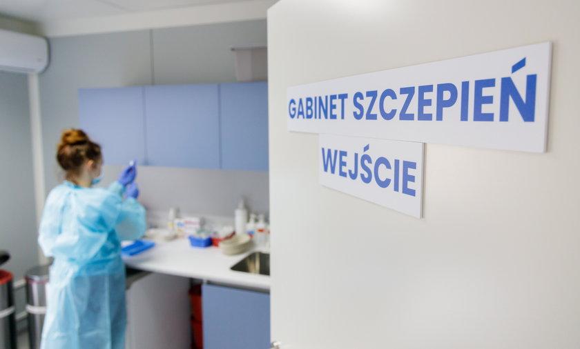 """Niezaszczepionych czekają """"rozmowy uświadamiające""""? Ministerstwo wysyła listy do lekarzy"""