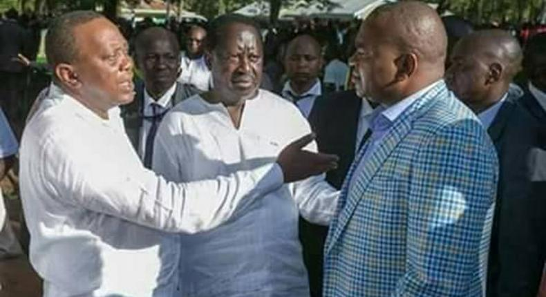 Richard Echesa (right) with ODM leader Raila Odinga and President Uhuru Kenyatta during a past event