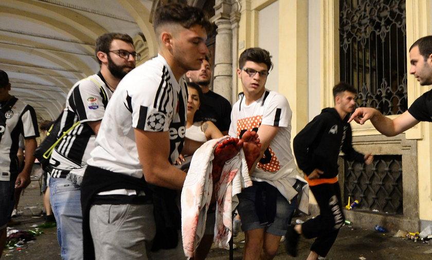 Setki rannych w Turynie.