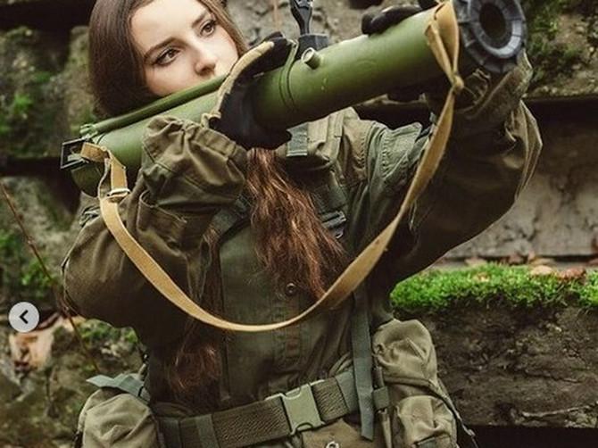 Kažu da je ova Ruskinja najlepša žena sveta u uniformi: A kad je vidite u kupaćem, zanemećete