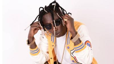 Angry Patapaa insults Sarkodie and other acts on live radio for disrespecting him (VIDEO)