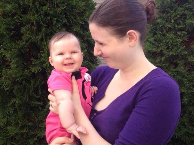 Okačila sam sliku ćerke na internet i POČEO JE NAŠ PAKAO: Nizale su se uvrede na račun moje bebe, a onda sam upalila televizor i VIDELA ŠTA GOVORE O NAMA