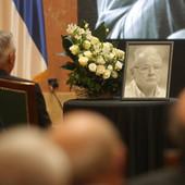 """""""KUME, OVDE SI"""" Željko Obradović emotivan kao nikad na komemoraciji Dudi Ivkoviću, poslao ka njegovoj slici poslednju poruku! Vučić: U mnogo čemu nismo bili saglasni, onda sam video kakav je čovek"""