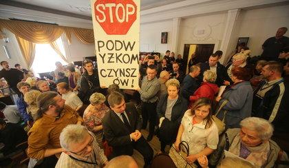Protest mieszkańców przerwał sesję Rady Miejskiej