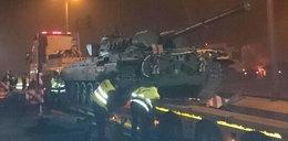 Czołg stanął na skrzyżowaniu